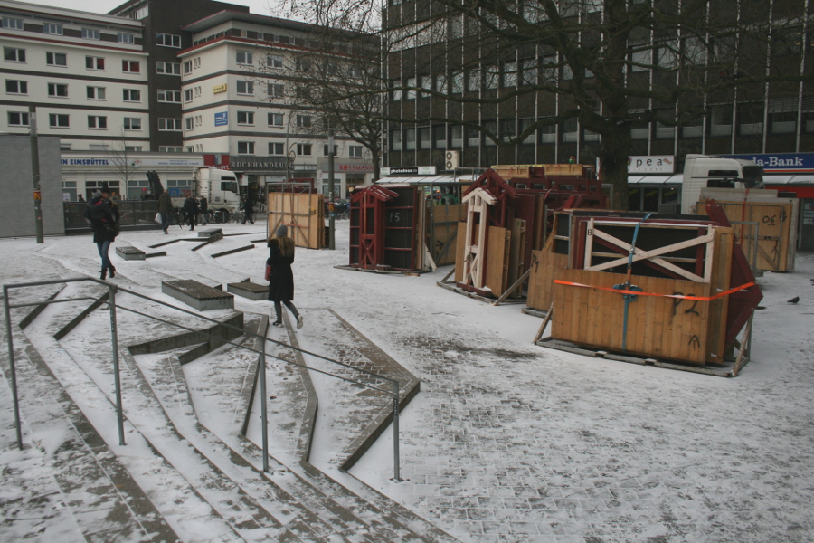 Der Fanny-Mendelssohn-Platz wartet auf das Osterstraßenfest. Foto: Anja von Bihl