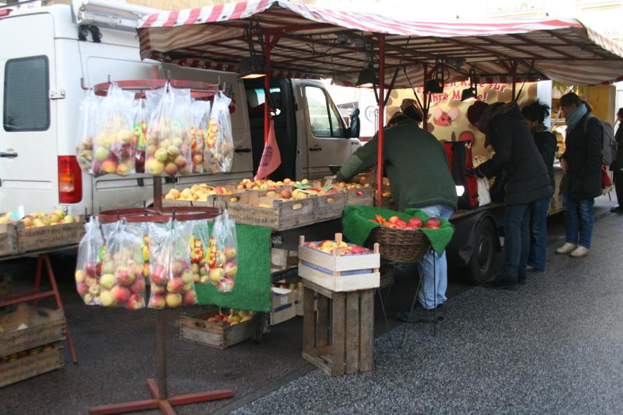Der Wochenmarkt Grundstraße findet mittwochs nicht mehr statt. Foto: Anja von Bihl