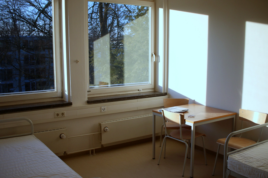 Tische und Stühle stehen schon Foto: Fabian Hennig