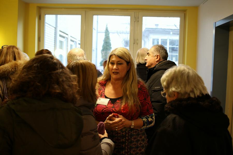 Die Unterkunftsleiterin Caroline Smolny beantwortet Fragen Foto: Fabian Hennig
