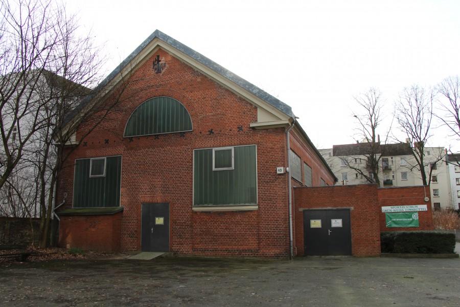 Die Fenster der Halle sind zuletzt in den 60er Jahren erneuert worden. Foto: Louisa Grewe