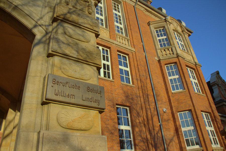 Noch befindet sich die Berufsschule William Lindley in der Bundesstraße 58.Foto: Annika Demgen