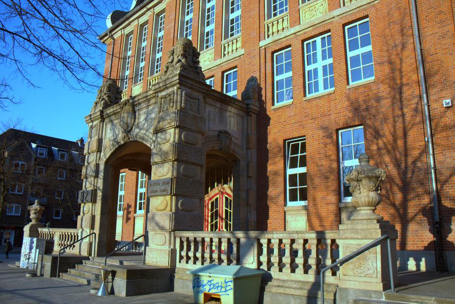 Das Gebäude ist bewusst dem Stil des hamburgischen Bürgerhauses des 18. Jahrhunderts nachempfunden. Foto: Annika Demgen