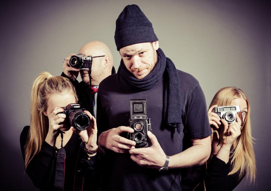 """Vier Auszubildende stellen ihr Fotoprojekt vor. Foto: Fotoprojekt """"Realität"""""""