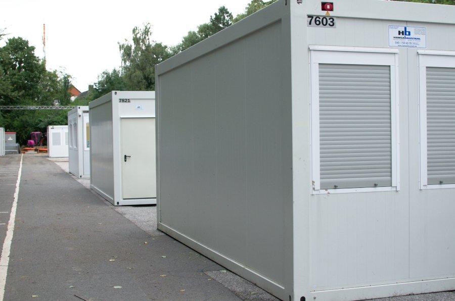 Die Container in der Lokstedter Höhe werden abgebaut. Foto: Tim Eckhardt