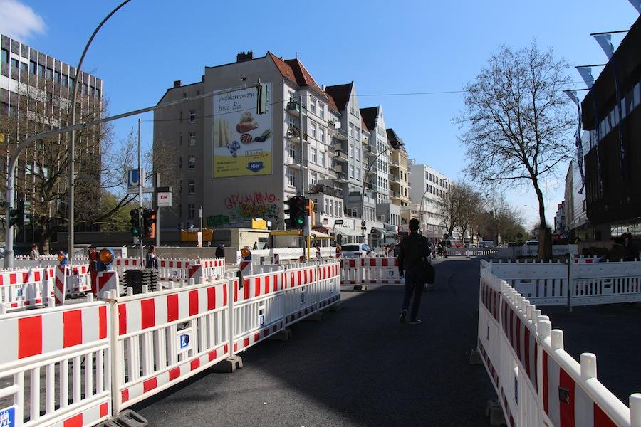 Seit Februar schlängelten sich Fußgänger, Fahrradfahrer und Autos durch das Bauzaun-Labyrinth. Am 30. Mai wurde die Kreuzung wieder freigegeben. Foto: Marthe-Marie Nowak