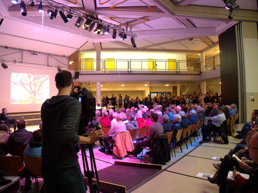 Drei Kameras waren auf Zuschauer und Sprecher gerichtet. Foto: Annika Demgen