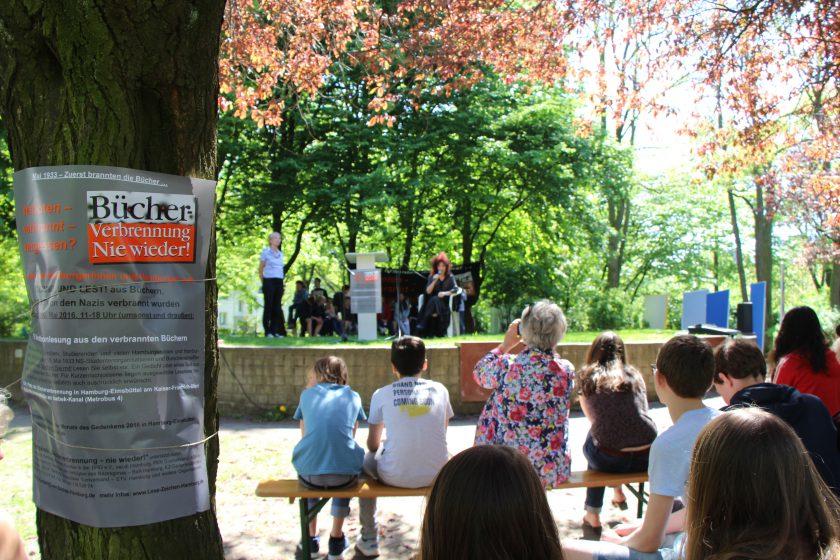 Gedenken an den Tag der Bücherverbrennung. Foto: Niklas Rademacher