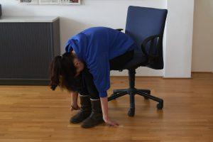 Wenn der dringende Anruf gerade nicht kommt: Dehnen, halten, kreiseln! Entspannung trotz Arbeitsstress wird großgeschrieben. Foto: Fabian Hennig