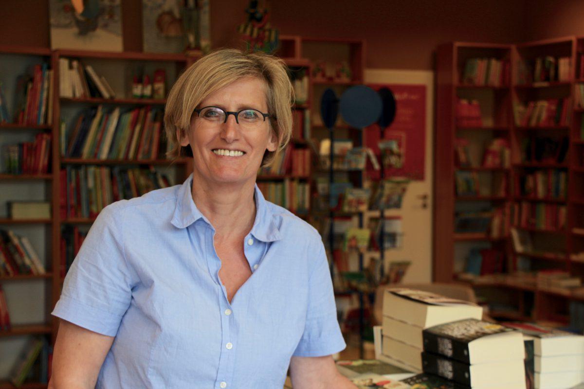 Bücher sind ihre Leidenschaft: Christiane Hoffmeister ist Inhaberin des Bücherecks. Foto: Lea Freist
