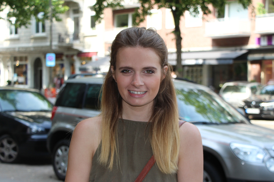 Jennifer, 27 fährt gerne Fahrrad.