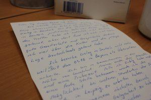 Ein Teilnehmer bedankt sich durch eine Karte bei Dialog in Deutsch. Foto: Jannika Grimm