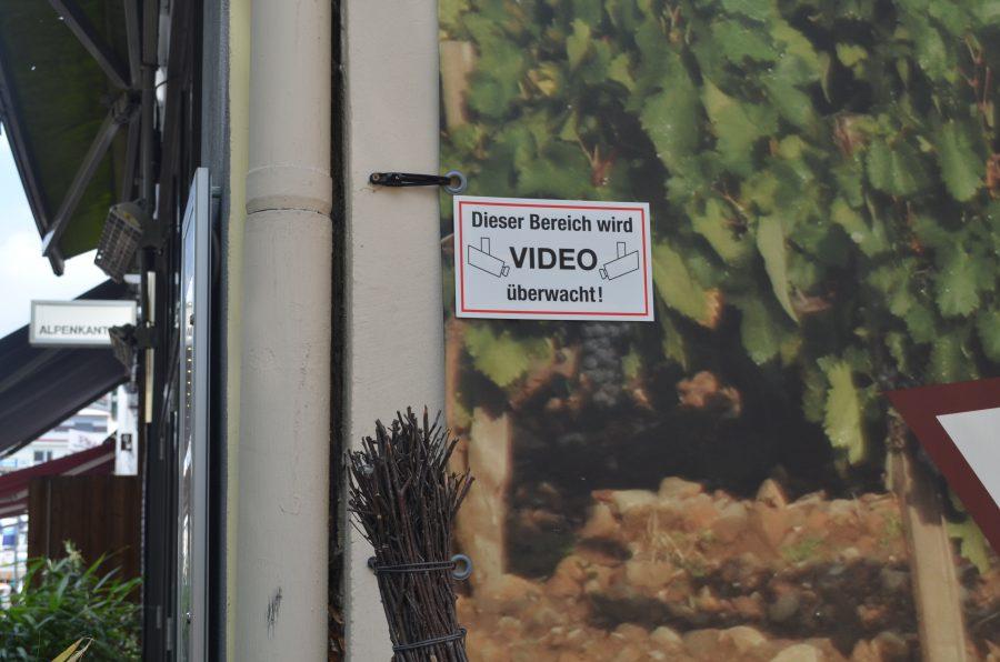 Mittlerweile gibt es kaum einen Ort, an dem nicht videoüberwacht wird, wie hier in einem Hinterhof in Eimsbüttel.