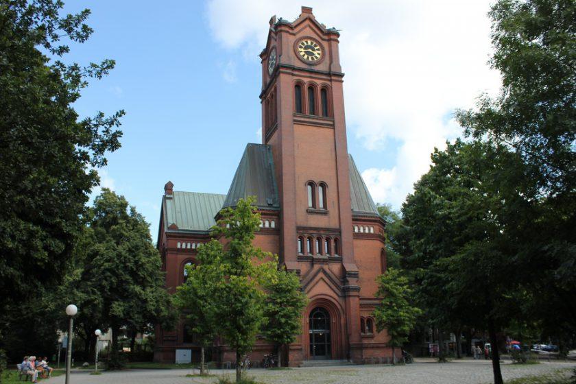 Die Apostelkirche im Herzen von Eimsbüttel. Foto: Jannika Grimm