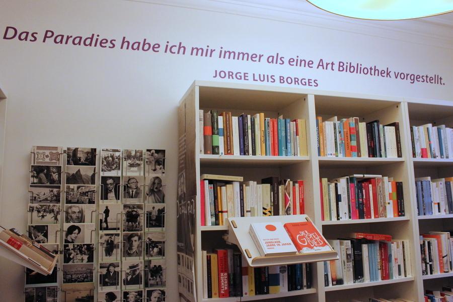 Das Stöbern in den Regalen lässt die Herzen von Buchliebhabern höher schlagen. Foto: Jannika Grimm