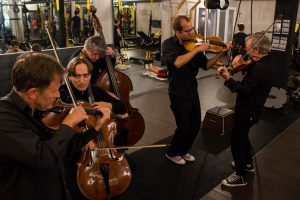 Das NDR Elbphilharmonie Orchester in der Kaifu Lodge. Foto: Alex Povel