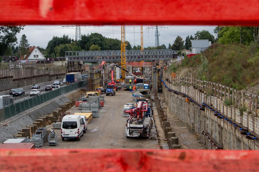 Ausblick auf die Autobahn 7: Zurzeit ist nur eine Seite befahrbar. Foto: Alexander Povel