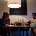 """""""Ich bin glücklich hier"""", erzählt Maik Pramor, ein Bewohner der Grindelhochhäuser im Gespräch mit den Eimsbütteler Nachrichten. Foto: Alex Povel"""