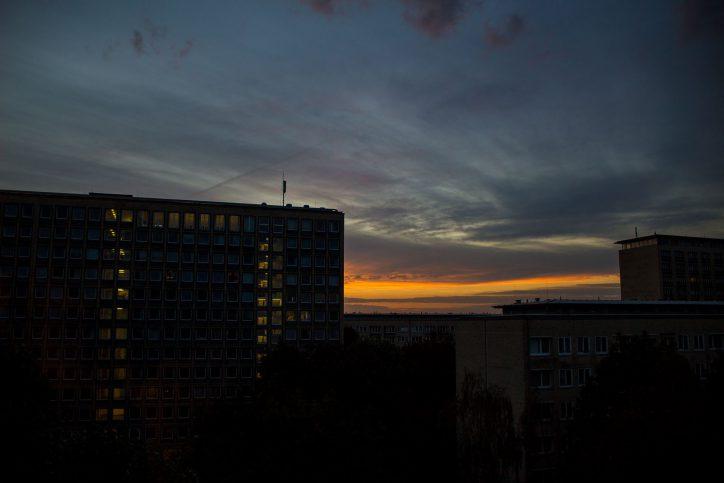 Der Sonnenuntergang aus dem siebten Stockwerk. Foto: Alex Povel