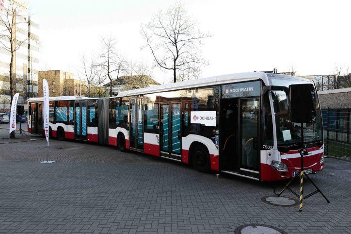 Die Linie 5 mit ihrem neuen modernen Großraumbus: 5 Türn für einen schnellen Ein- und Ausstieg. Foto: Hochbahn