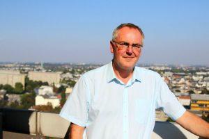 Gerd Müller auf dem Balkon seines Büros. Foto: Fabian Hennig