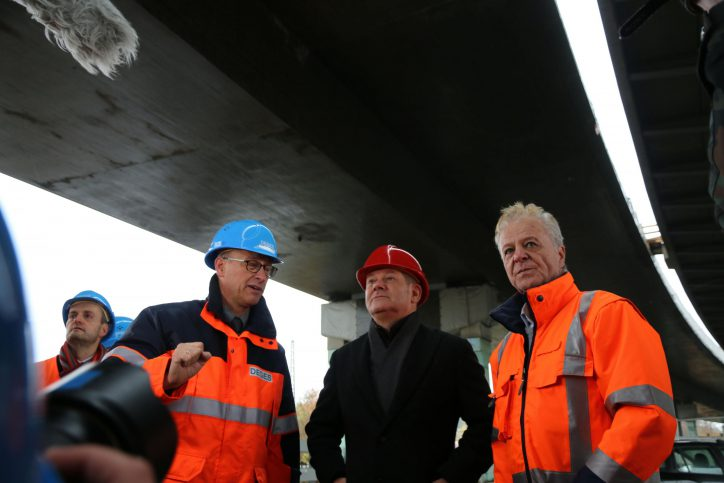 Erster Bürgermeister Olaf Scholz, besuchte am vergangenen Dienstag die A 7-Baustelle Langenfelder Brücke in Stellingen. Foto: Janne Rumpelt/ Senatskanzlei