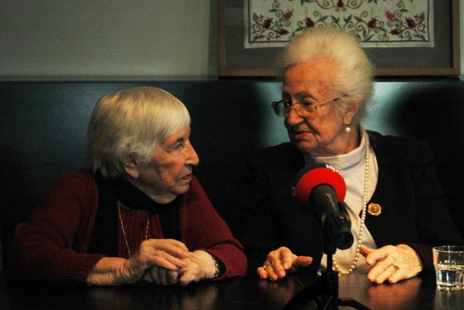 Esther Bejarano (l.) und Erna de Vries (r.) haben den Holocaust überlebt und waren gemeinsam in Auschwitz. Foto: Auschwitz-Komitee AHR 2016