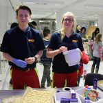 Auch der ASB ist mit voller Motivation beim Kekse backen dabei. Foto: Ida Wittenberg