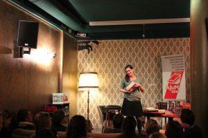 Die Kinder- und Jugendbuchautorin Isabel Abedi hielt eine Lesung für Erwachsene. Foto: Jannika Grimm