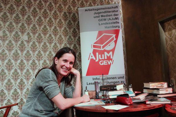 Isabel Abedi hat viele Kinder- und Jugendbücher geschrieben. Darunter auch die Lola-Reihe. Foto: Jannika Grimm