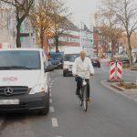 Auch auf dem Radweg wird zuweilen geparkt. Foto: Anja von Bihl