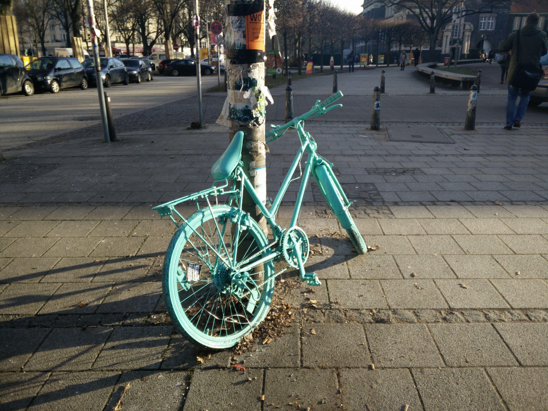 Kurioses: Fahrrad an der Uni Hamburg. Foto: Silke Fuchs