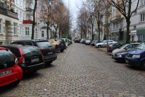 Anwohner fürchten um ihre Kopfsteinpflasterstraße. Foto: Carolin Martz
