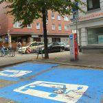 """Parken nur für E-Autos - Die """"Tankstelle"""" im Stellinger Weg. Foto: Matthias Berger"""