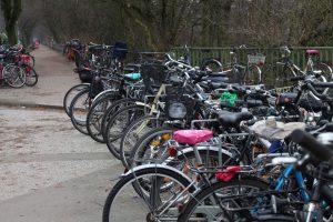 Fahrräder an der Hoheluftbrücke. Foto: Karoline Gebhardt