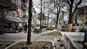 Der Umbau macht den Veranstaltern zu schaffen. Insgesamt fallen 276 laufende Meter für Buden weg. Ein Problem sind die großen Bauminseln. Foto: Eimsbütteler Nachrichten