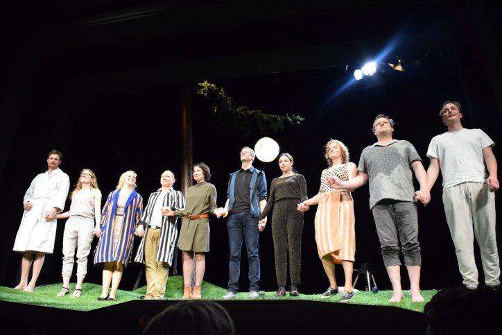 """Die Premiere des Theaterstücks """"Ich habe Bryan Adams geschreddert"""". Foto: Johanna Hänsel"""