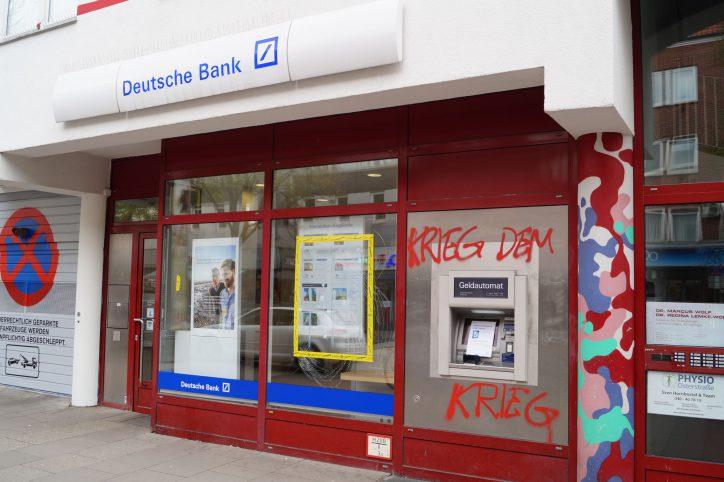 Deutsche Bank Filiale April 2017. Foto: Max Gilbert