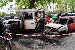 Polizei Nimmt Zwei Verdächtige Nach Fahrzeugbrand Fest