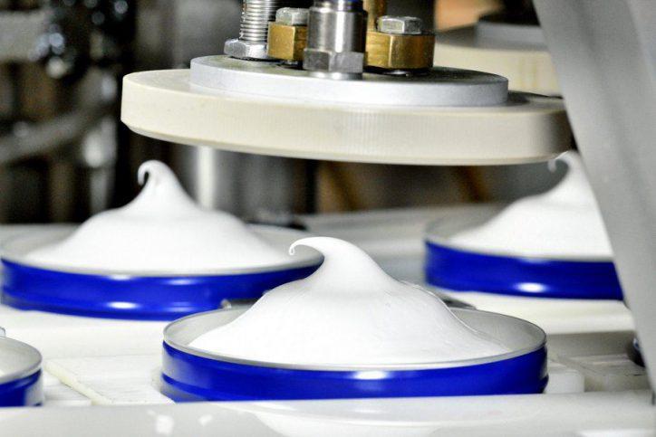"""""""White is purity."""" So bewarb der Konzern ein Deodorant. Symbolfoto: Beiersdorf"""
