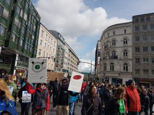 Wissenschaftler und Studenten beim March for Science Hamburg. Foto: Anna Gröhn