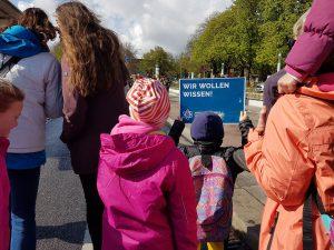 Wir wollen Wissen. Auch Kinder demonstrieren beim March for Science Hamburg. Foto: Anna Gröhn