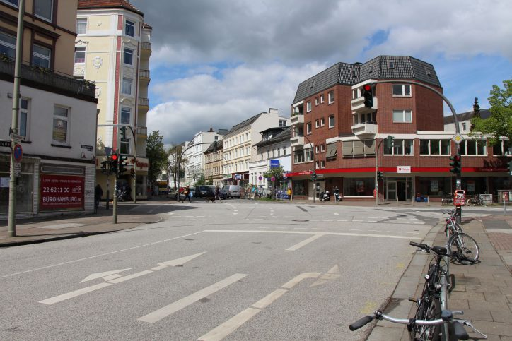 Kreuzung Osterstraße / Methfesselstraße: Auch hier wird ab Sommer ein Mini-Kreisverkehr entstehen. Foto: Max Gilbert