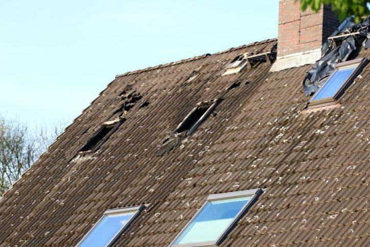 Die Dachgeschoss ist in ganzer Ausdehnung ausgebrannt. Foto: Niklas Heiden