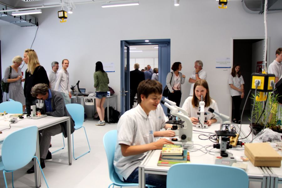 Materialien und Instrumente werden im Schülerforschungszentrum bereit gestellt. Foto: Alisa Pflug