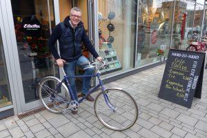"""Holger Wetzel, Autor: """"Mein Fahrrad habe ich für 750 Euro erworben. In erster Linie ist es für mich ein Fortbewegungsmittel, aber natürlich darf es etwas hermachen und schick aussehen."""" Foto: Constanze Lerch"""