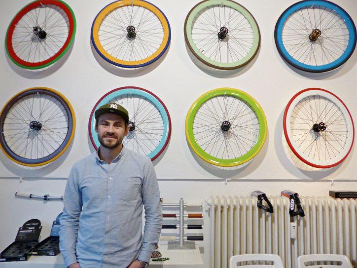 Im Laden von Robin Homolac können Kunden ihr Fahrrad selbst gestalten. Foto: Constanze Lerch