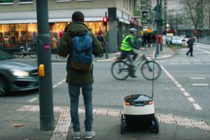 Drohnen und Roboter der Zukunft: Paketauslieferung in Eimsbüttel auf Rädern.