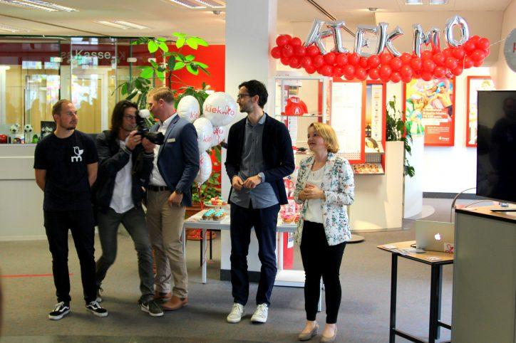 """Bei der Präsentation von """"kiekmo"""" in der Haspe-Filiale in der Osterstraße. Foto: Eimsbütteler Nachrichten"""