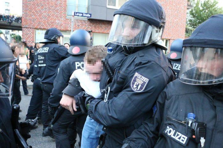 """""""Welcome to hell""""-Demo: Ausschreitungen zwischen Demonstranten und Polizisten"""